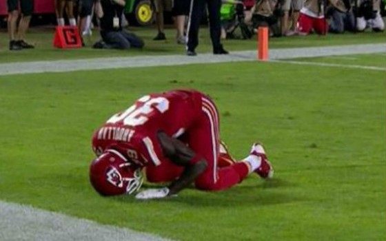 Husain-Abdullah-Penalized-By-NFL-For-Muslim-Prayer-Is-Tim-Tebows-Tebowing-So-Different-665x385